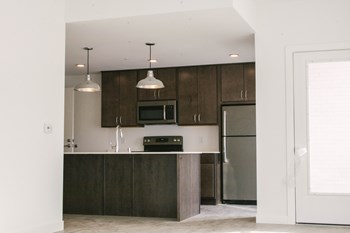 2202 S. Kinnickinnic Ave. Studio-2 Beds Apartment for Rent Photo Gallery 1