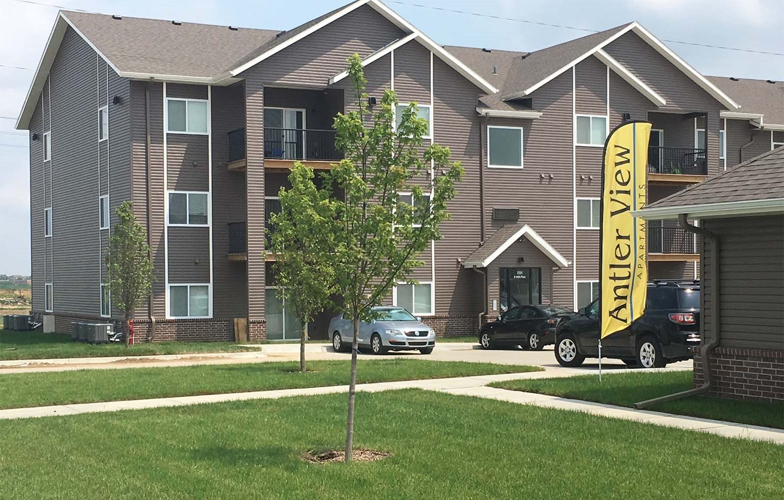 Elkhorn NE  Antler view apartments