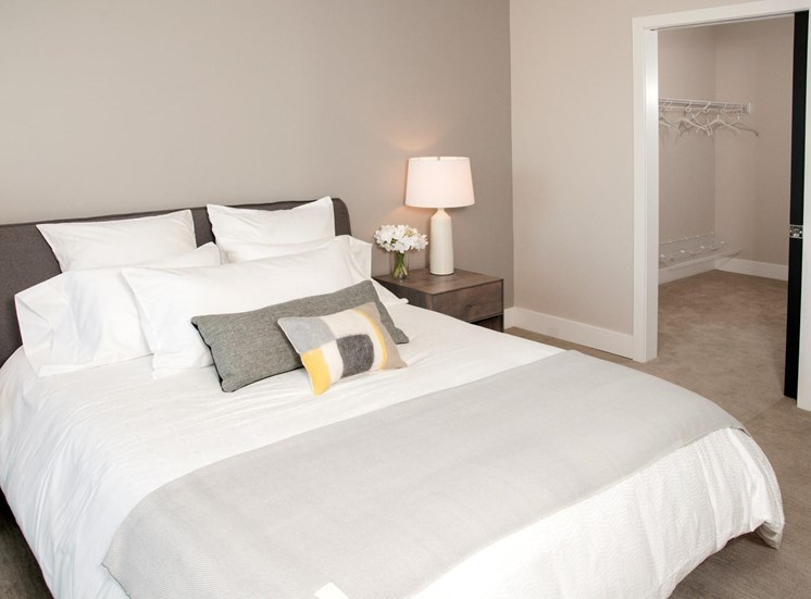 Live in Cozy Bedrooms at The Finn Apartments, St. Paul, MN 55116