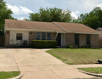 8008 TRIMBLE DR 3 Beds House for Rent Photo Gallery 1