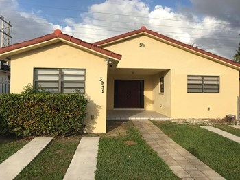 3932 SW 136 Avenue 3 Beds House for Rent Photo Gallery 1