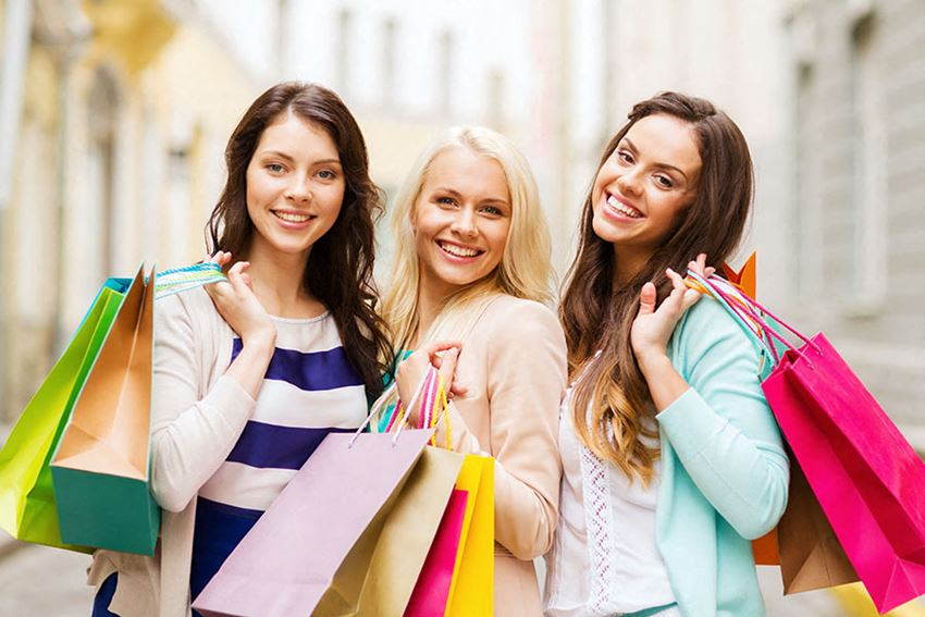 Girls Shopping l The Trails at Pioneer Meadows Apartments in Sparks NV