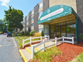 2702 Lake Shore Drive 1-3 Beds Apartment for Rent Photo Gallery 1
