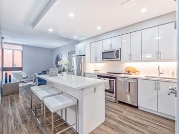 Bay Street Corridor Apartments For Rent Toronto On Rentcafe