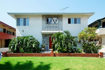 141 North Hamilton Drive Studio Apartment for Rent Photo Gallery 1