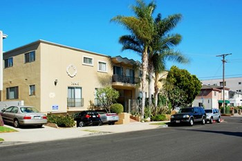 1640 Barry Avenue 1-3 Beds Apartment for Rent Photo Gallery 1