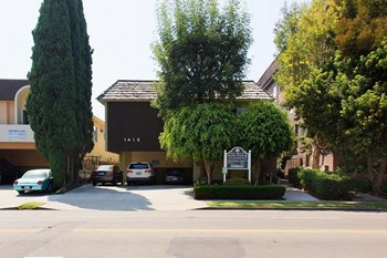 1415 Bundy Drive Studio-2 Beds Apartment for Rent Photo Gallery 1