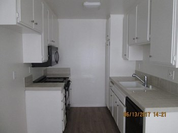 3423 Mentone Avenue 1-2 Beds Apartment for Rent Photo Gallery 1