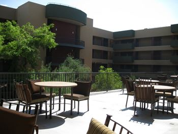 1130 East Monroe Street 1-2 Beds Apartment for Rent Photo Gallery 1