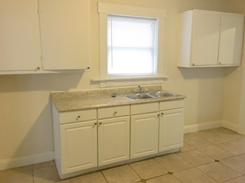 511 Parrot St 3 Beds House for Rent Photo Gallery 1