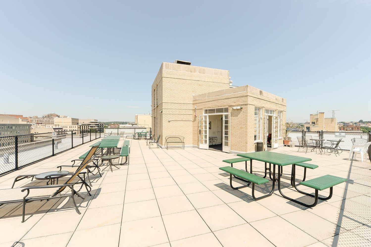Baystate-Apartments-Rooftop-Furniture