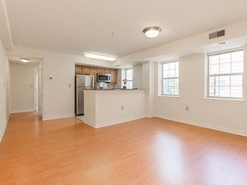 1814 29th St SE 1 Bed Apartment for Rent Photo Gallery 1