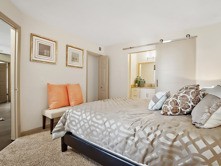 Live in Cozy Bedrooms at Retreat at Crosstown, Riverview, Florida