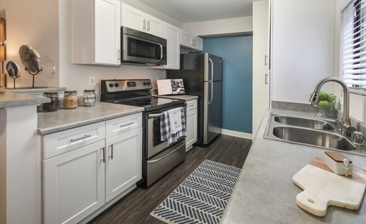 Apartments in Rancho Cucamonga CA for Rent - Creekside Alta Loma Apartments Kitchen