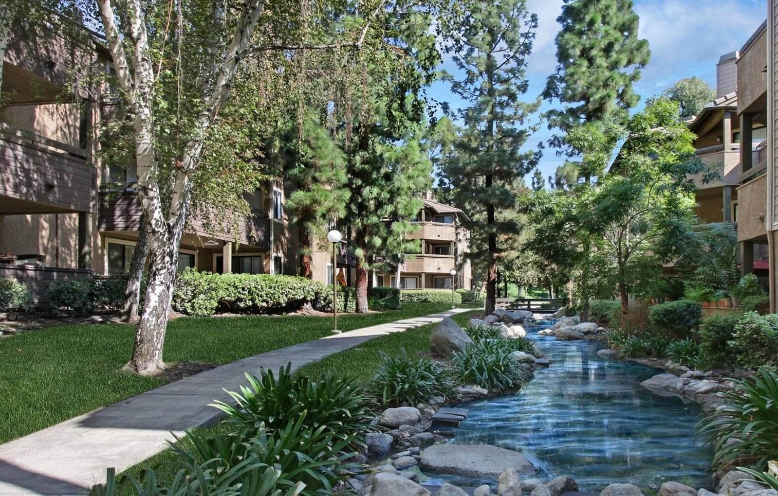 Creek l Creekside Apartments in Rancho Cucamonga CA l Creekside Alta Loma