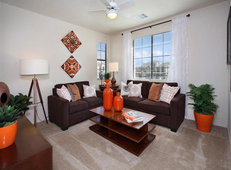 Apartments in Southwest Las Vegas | Everett Apartment Homes