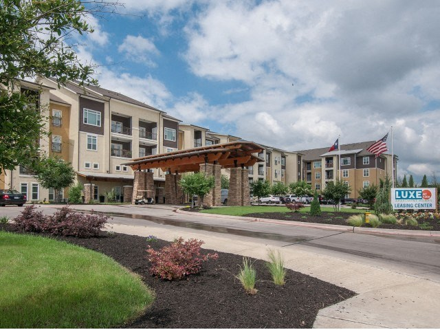 Waco, Texas Apartments For Rent l Luxe at 1300