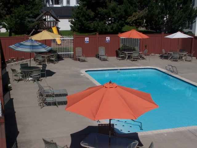 Montgomery Court Apartments l Rentals in Spokane WA