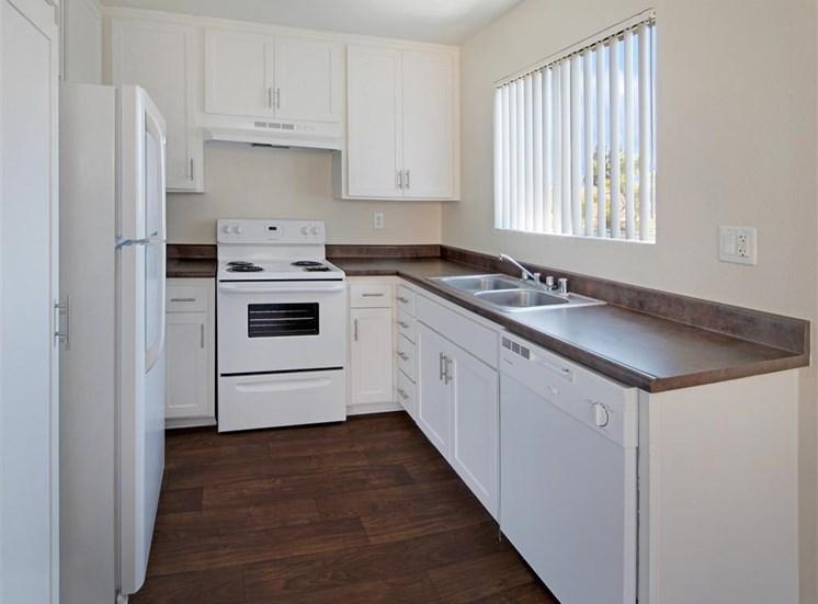 Pet-Friendly Apartments in Ontario, CA - Mountain Summit Kitchen