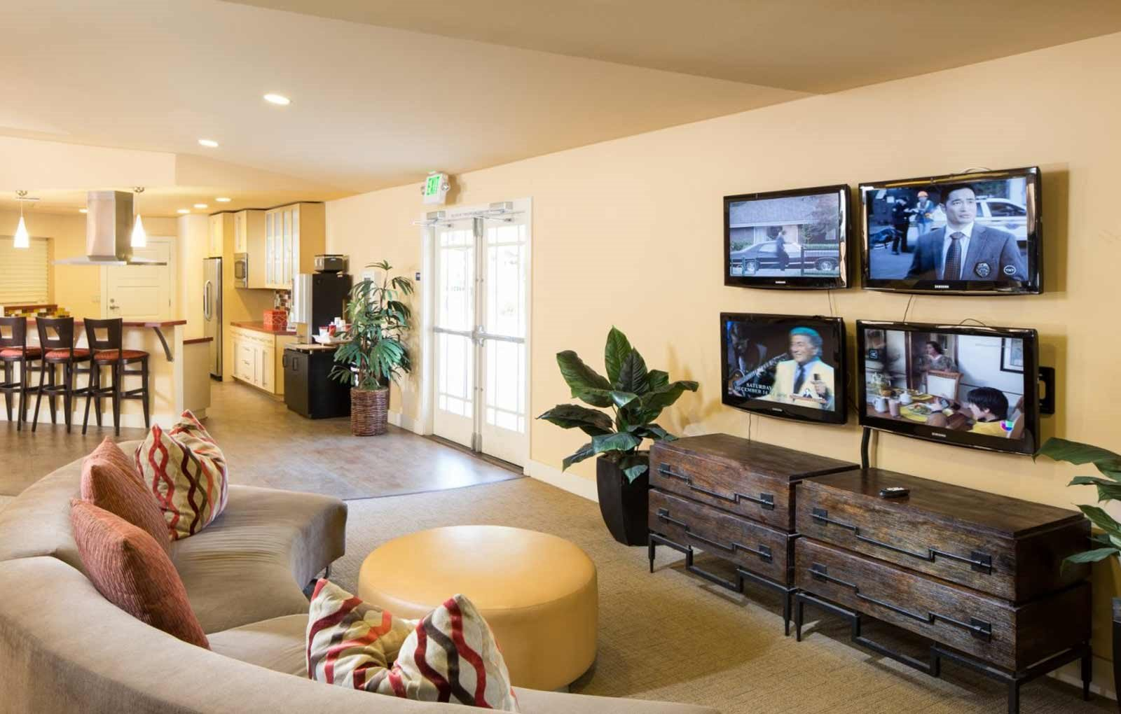 Awe Inspiring Apartments In Downtown Sacramento The Palms Home Download Free Architecture Designs Embacsunscenecom