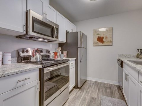 Apartments for Rent in Kent, WA - Redhill Pines Apartments Kitchen