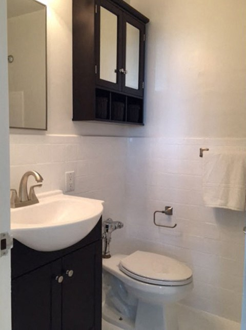 Bathroom l Ryan Tower Apartments in San Mateo CA