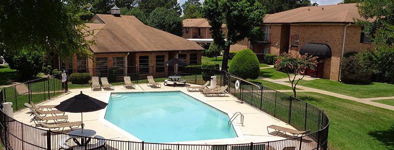 Saddle Brook Apartments l Longview, Texas Apartments