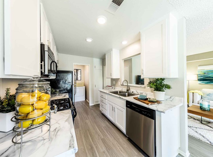 Serrano Highlands Apartments | Apartments in Lake Forest | Kitchen