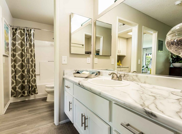 Serrano Highlands Apartments | Apartments in Lake Forest | Bathroom