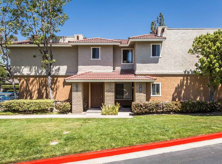 Serrano Highlands Apartments | Apartments in Lake Forest | Building