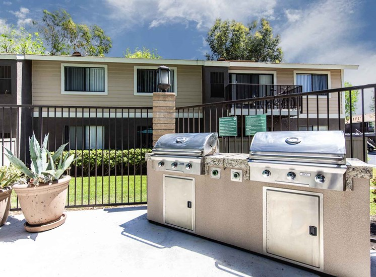 Serrano Highlands Apartments | Apartments in Lake Forest | BBQ Area