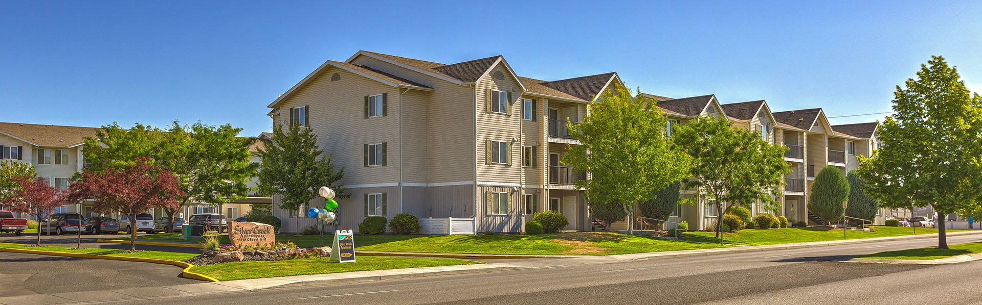 Building view of Silver Creek Apts in Pasco, WA 99301
