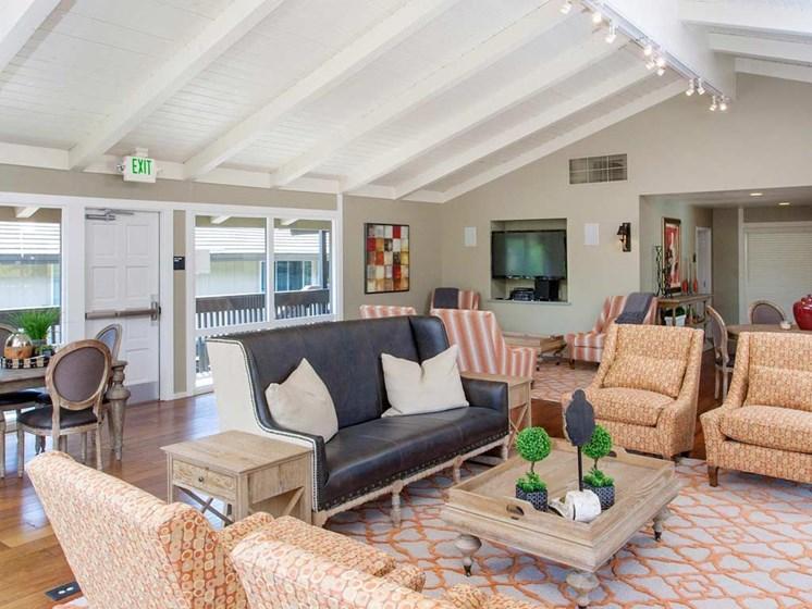 Clubhouse Lounge | Stoneridge Luxury Apartments in Walnut Creek, CA