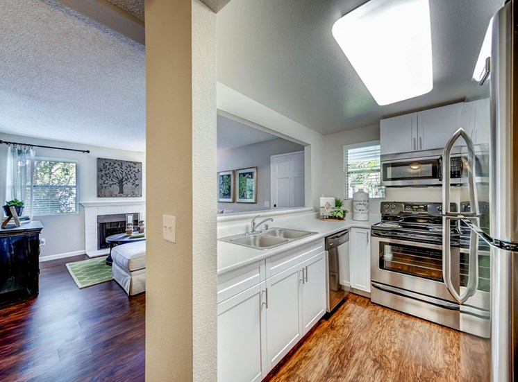 Kitchen   Sycamore Greens Apartment Homes