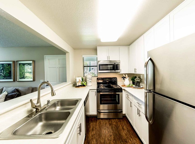 Kitchen | Sycamore Greens Apartment Homes