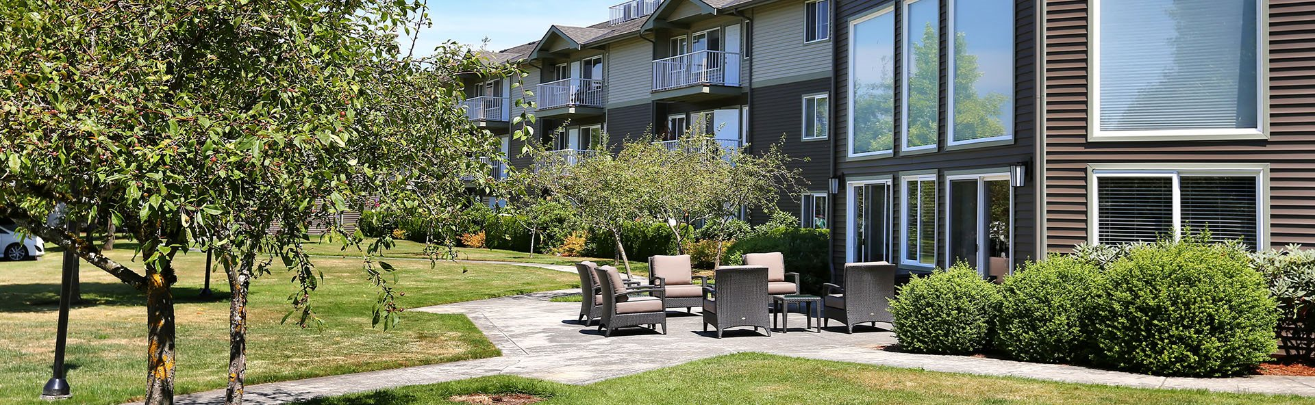 Outdoor Lounge | The Vintage Bellingham Senior Apartments in Bellingham, WA 98226