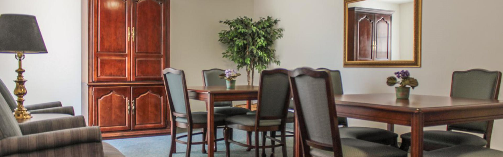 Table and Chairs Santa Clarita, CA | Bouquet Canyon Senior Apartments For Rent