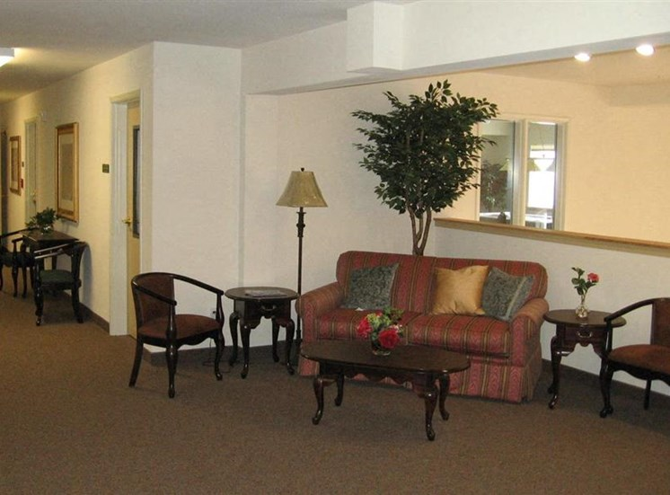 Seating Area Burien, WA 98168 l Vintage at Burien Senior Apt rentals