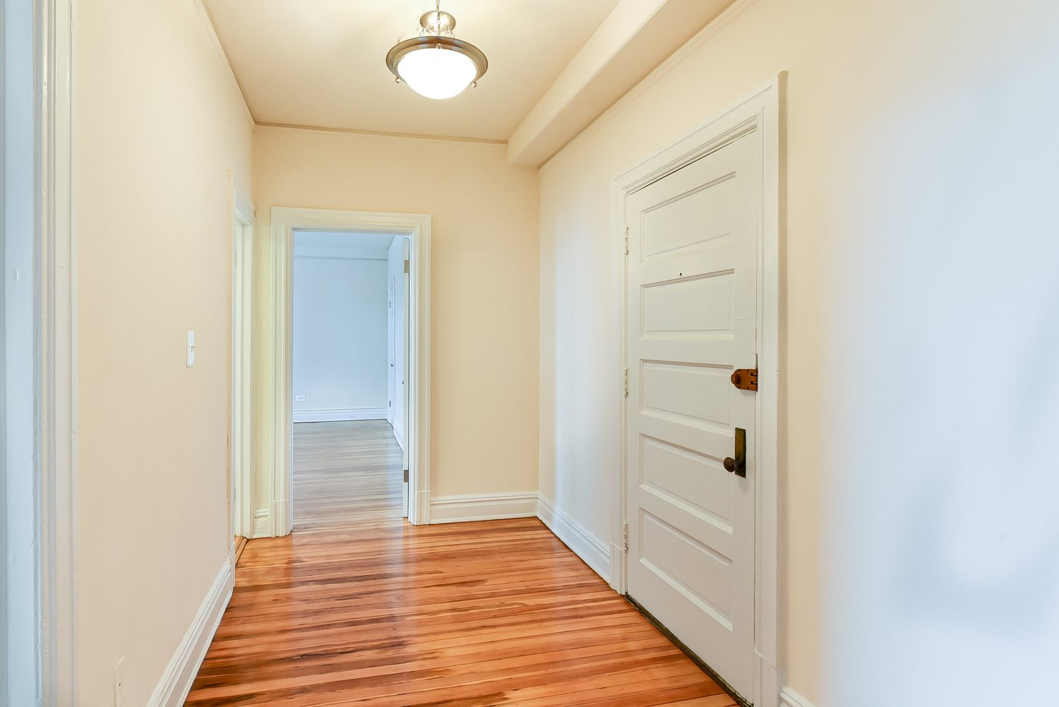 2701-Connecticut-Avenue-Entry-Hallway