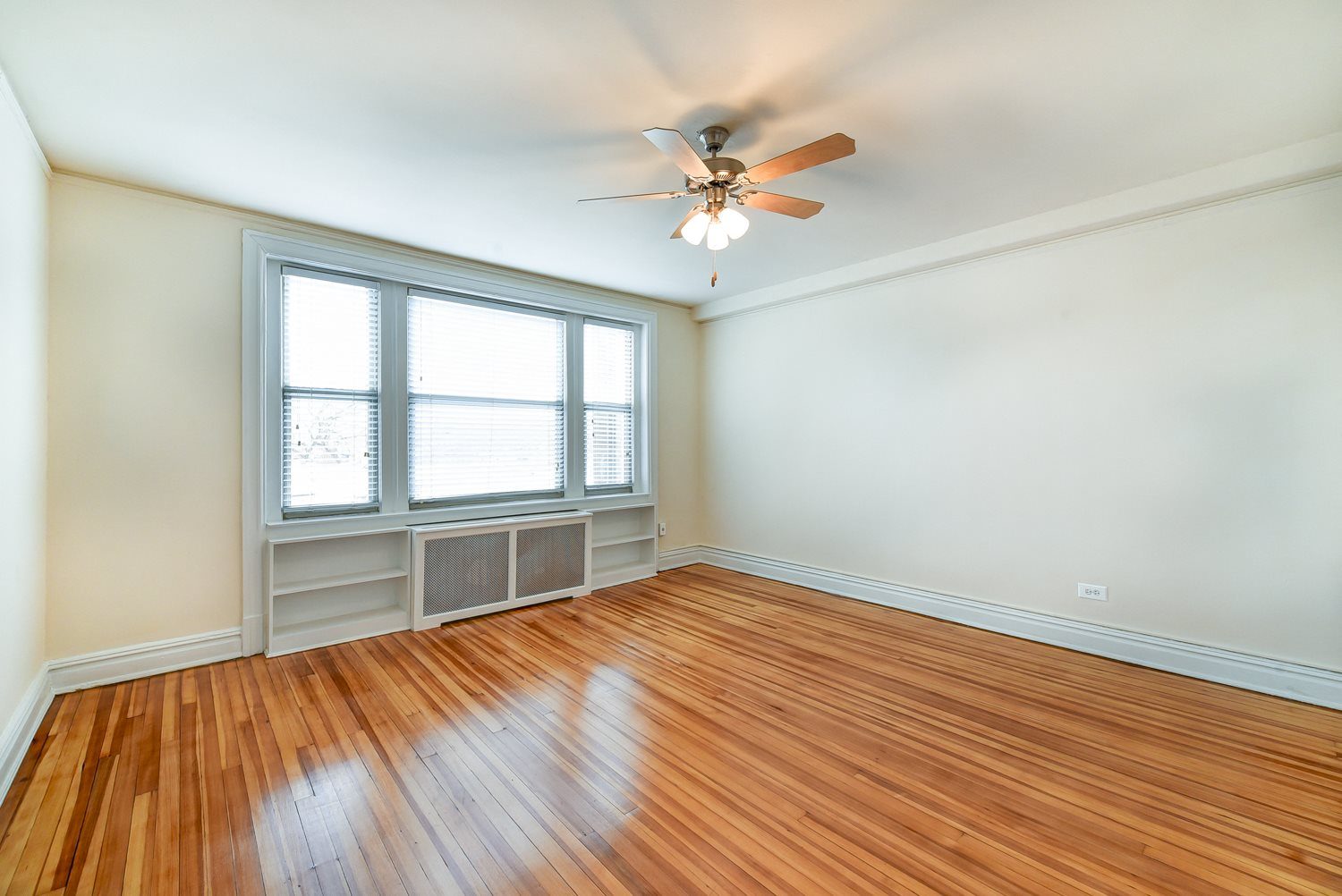2701-Connecticut-Avenue-Bedroom-With-Built-In-Shelves