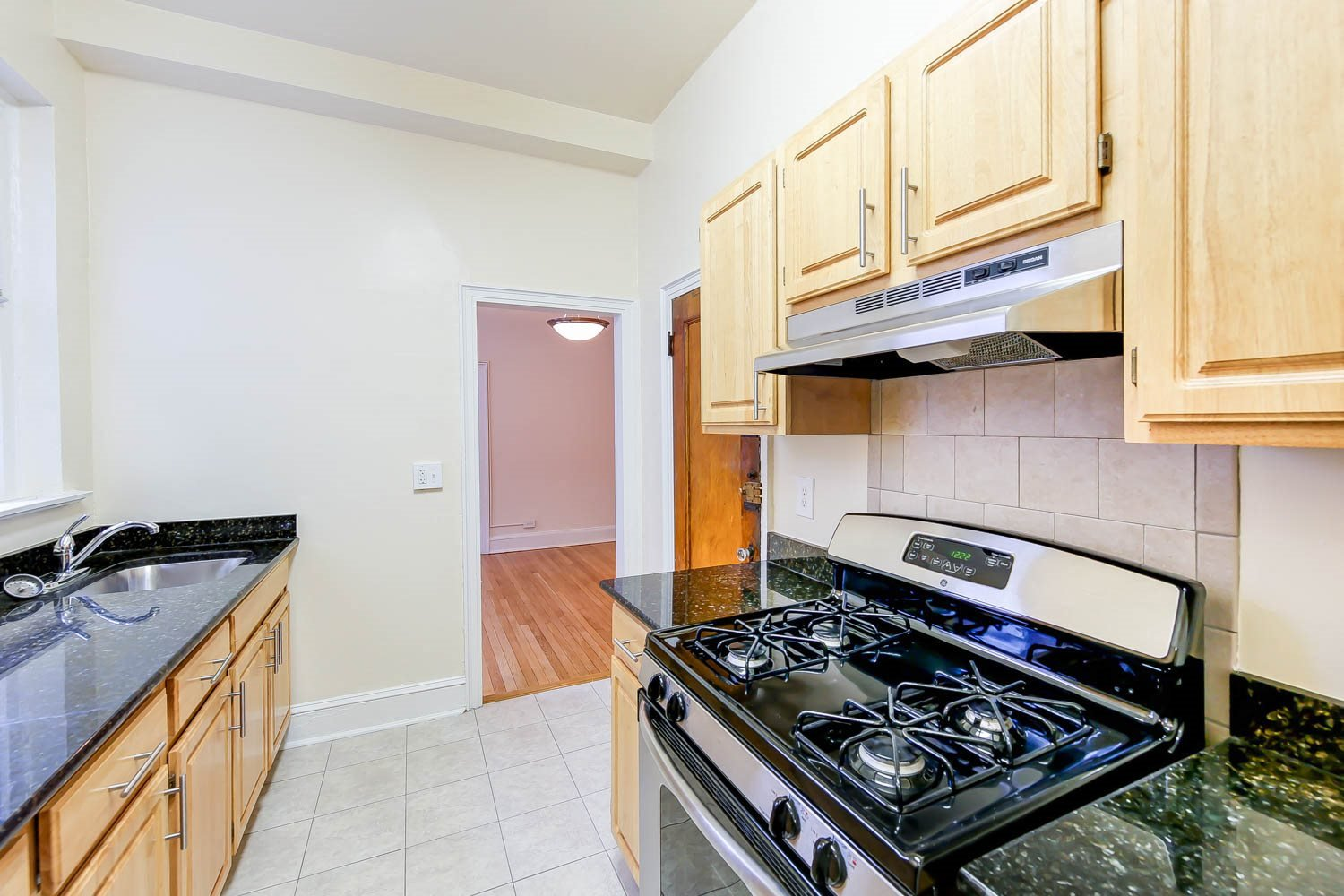 2800-Ontario-Road-Apartments-Kitchen