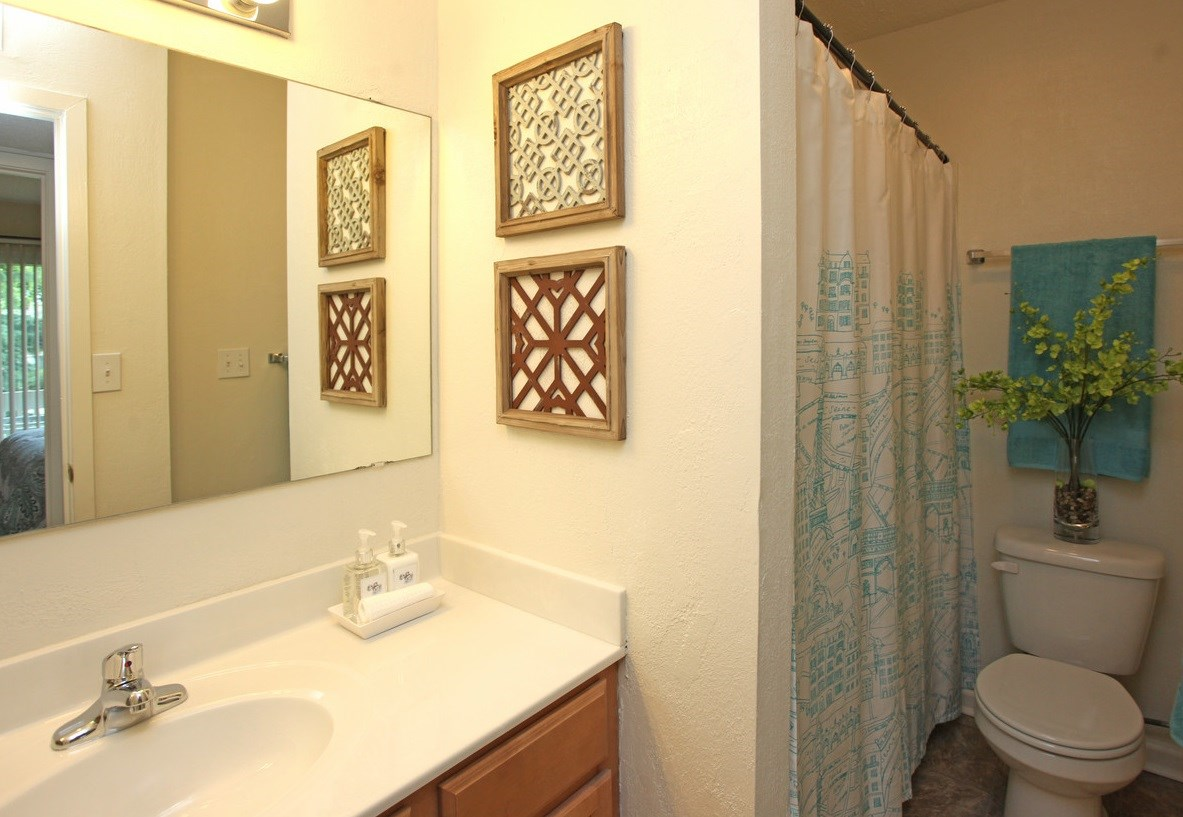 The Hamptons at Country Park   Apartments in Greensboro, NC  