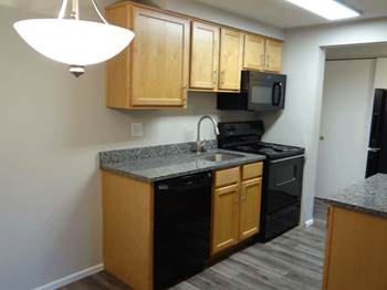 1140 & 1160 South Bellaire Street Studio-2 Beds Apartment for Rent Photo Gallery 1