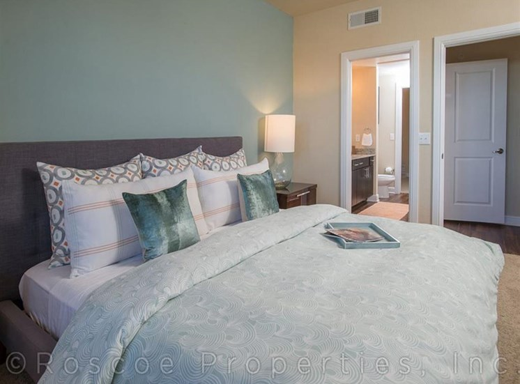 Live in Cozy Bedrooms at Madrone, Austin, 78738