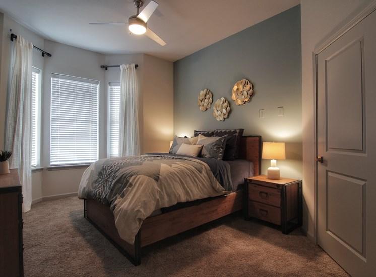 bedroom Luxury Apartments in Castle Rock