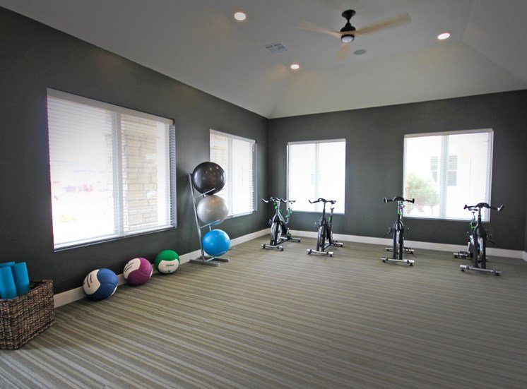 fitness center luxury apartments in castle rock