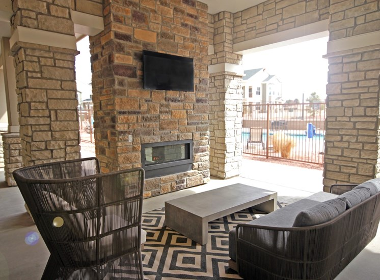 outdoor lounge luxury apartments in castle rock