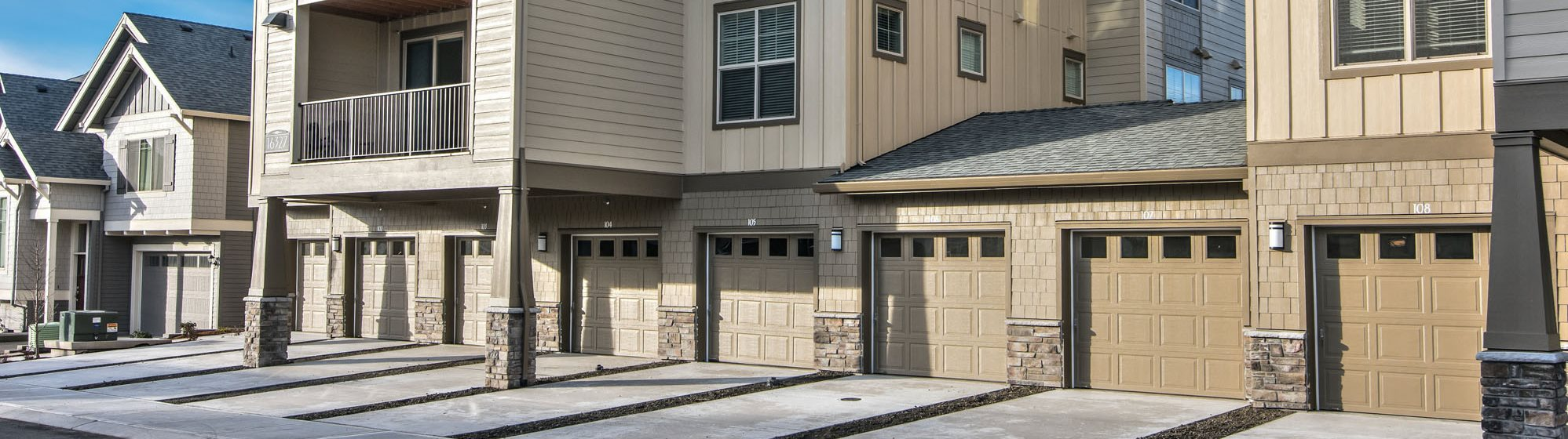 Sprinville Oaks Apartments with Garages