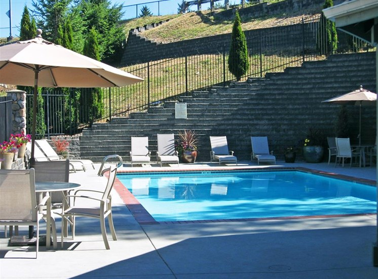 Poolside Dining Tables at Willina Ranch, Washington, 98011