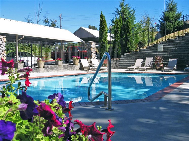 Sparkling Swimming Pool at Willina Ranch, Bothell, WA
